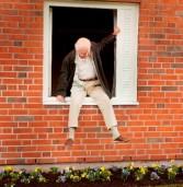 """""""הזקן בן מאה שנה שיצא מהחלון ונעלם"""" המלצה לסרט"""