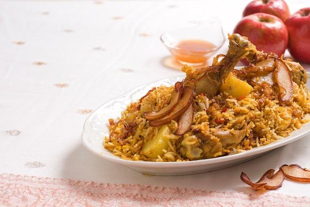 עוף בירואני עם דבש ותפוחים מקורמלים