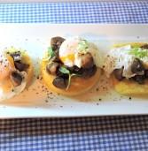 פולנטה עם פטריות שמפיניון וביצה עלומה