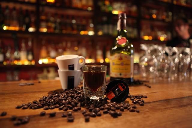 קארחיו עם קפה לוואצה. צילום- חן גלילי