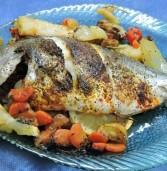 דג דניס בתנור על מצע ירקות