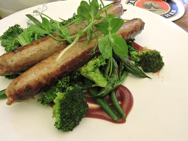 טלה, קרם חמוציות בניחוח קינמון, שעועית ירוקה, ברוקולי וקייל