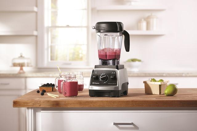 750_smoothie_blackberry_pear_kitchen5