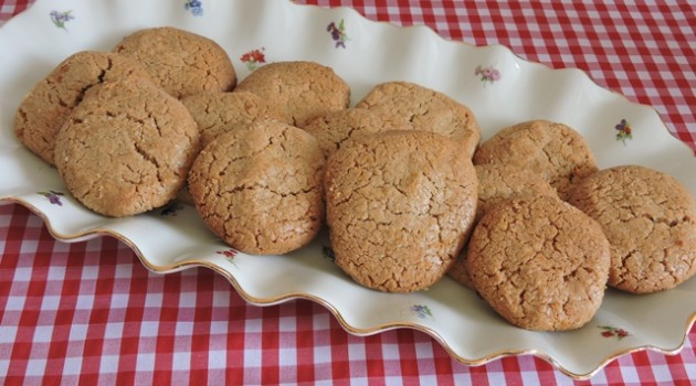 עוגיות טחינה מלאה עם ממרח טחינה