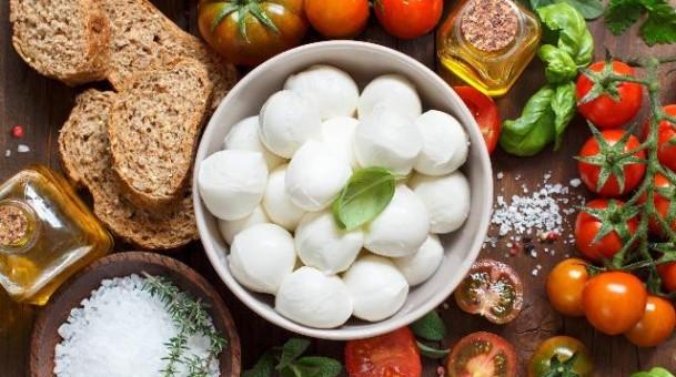 חגיגה איטלקית  מוצרלה טרייה ופלפלים קלויים