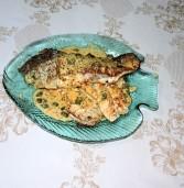 דג בס על הפלנצ'ה ברוטב חרדל שמנת ופלפלת