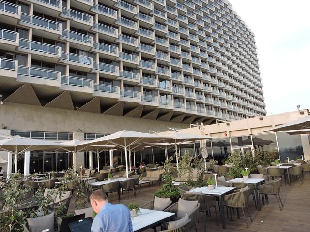 מרפסת-המלון