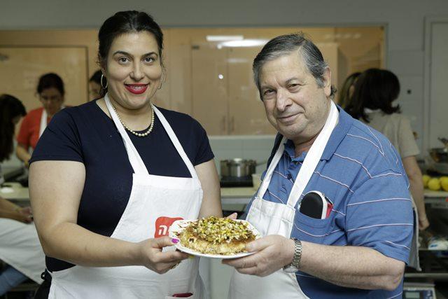 עם מלכת המטבח יונית צוקרמן באדיבות מיה