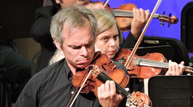 התזמורת הקאמרית הישראלית מנגנת יצירות של מלחינים צרפתיים – כחול לבן אדום