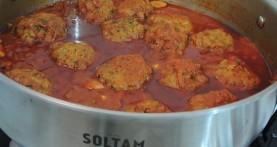 מיטבולס – קציצות במיץ עגבניות