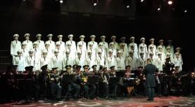 מקהלת הצבא האדום בהופעה עם הגבעטרון בישראל