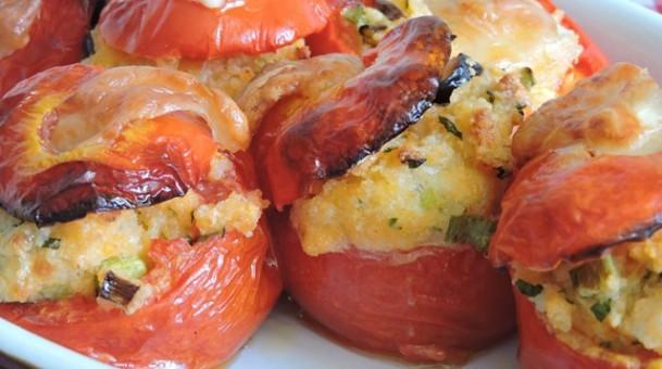 עגבניות ממולאות קוסקוס גבינות בעשבי תבלין