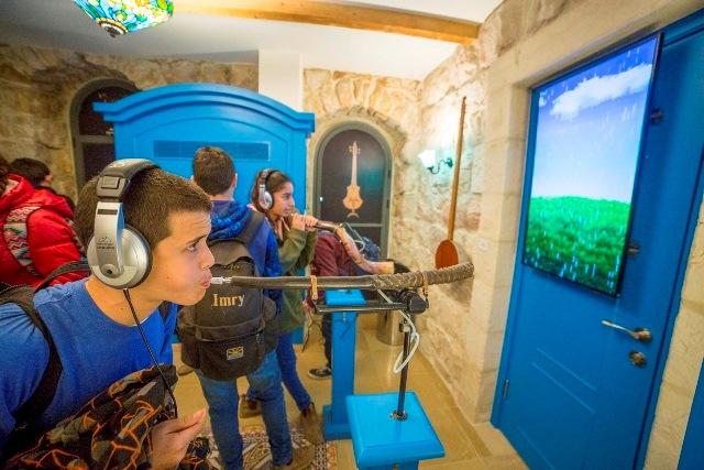 מתנסים ומנגנים במוזיאון המוסיקה העברי בירושלים צילום איתי נדב