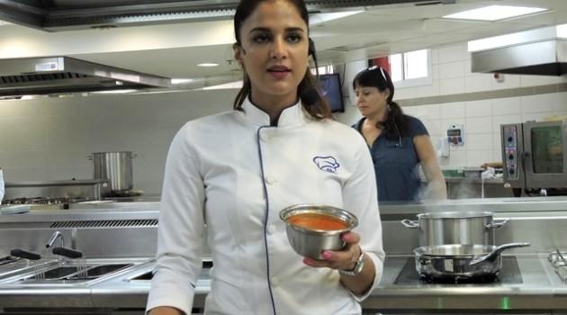 המאסטר שף הודו שף שיפרה קאנה הגיעה לישראל