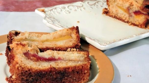עוגת נקטרינות ושזיפים ושטרויזל