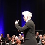 התזמורת הסימפונית ראשון לציון מנגנת את הכורלית של בטהובן וגם ברנשטיין