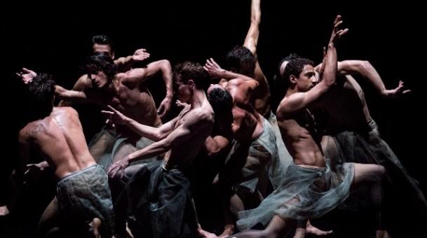 להקת המחול אטרבלטו במופע אנטיתיזה ובעיקר חופש שכטר
