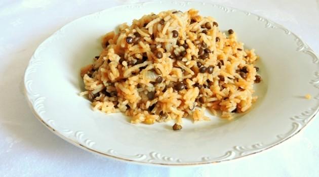 מג'דרה אורז עם עדשים שחורות – הכי טעים הכי פשוט