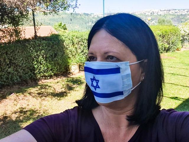 מסיכת דגל המדינה. צילום יהודית הרפז