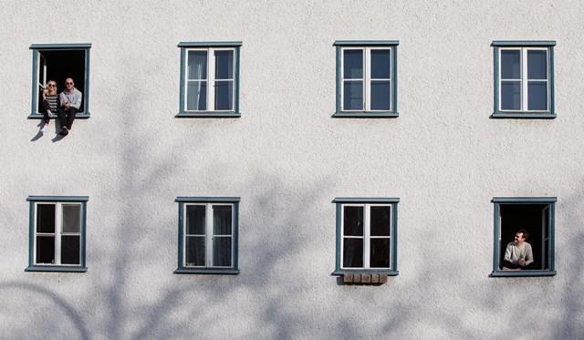 צילום חלונות: מרב מרודי, שלום מארצות הבלקון