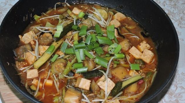 קארי ירקות מוקפצים עם טופו